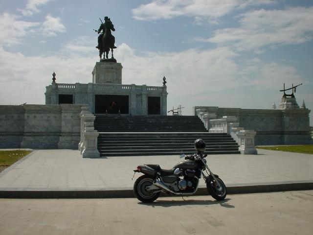 Monument1 001112.jpg
